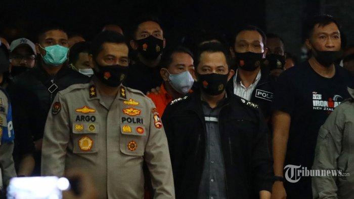 Buronan kasus korupsi pengalihan hak tagih (cessie) Bank Bali Joko Soegiarto Tjandra alias Djoko Tjandra tiba di Bandara Halim Perdana Kusuma, Jakarta, Kamis (30/7/2020) malam. Bareskrim Polri berhasil menangkap Djoko Tjandra di Kuala Lumpur, Malaysia.