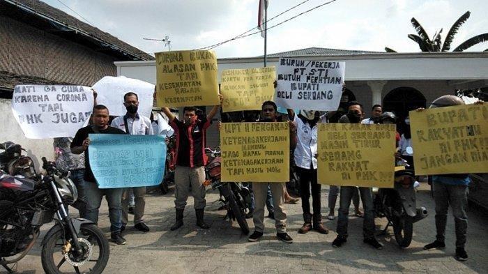 Buruh di Deliserdang Korban PHK Datangi UPT Pengawasan Ketenagakerjaan Disnaker Sumut