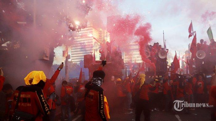 Unjuk Rasa Hari Buruh Ricuh, Polisi Tangkap Penyusup Sampai Puluhan Motor Ditinggalkan