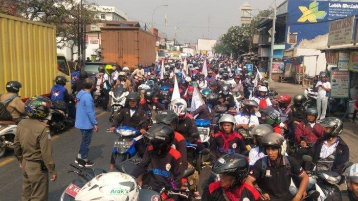 Ratusan Buruh dari Tangerang dan Tangsel Bergabung dengan Massa Demo di Gedung DPR RI