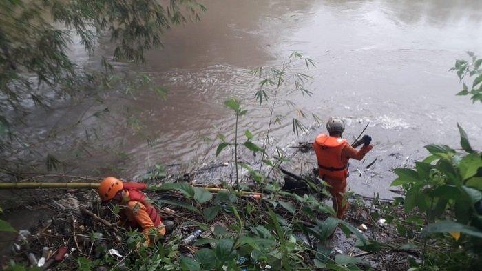 Pencarian Satu Korban Hilang Usai Bus Mini Jurang Libatkan 87 Orang