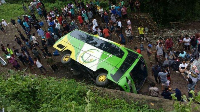 Bus Berisi PNS Dispenda Jabar Masuk Jurang di Lombok, Dua Orang Tewas