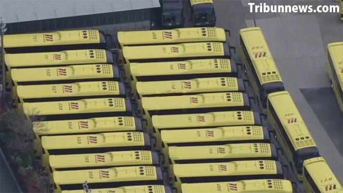 Sekitar 130 bus raksasa Hato menganggur di pool akibat dampak penyebaran virus Corona, tidak ada kegiatan pengantaran pelayanan bus pariwisata di Jepang.