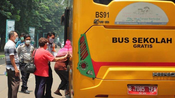 Dishub DKI Kerahkan 25 Bus Sekolah untuk Antar Lansia yang Jalani Vaksinasi Covid-19