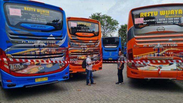 Bus-bus sitaan Kejagung RI dari tangan RW, tersangka kasus korupsi PT ASABRI.