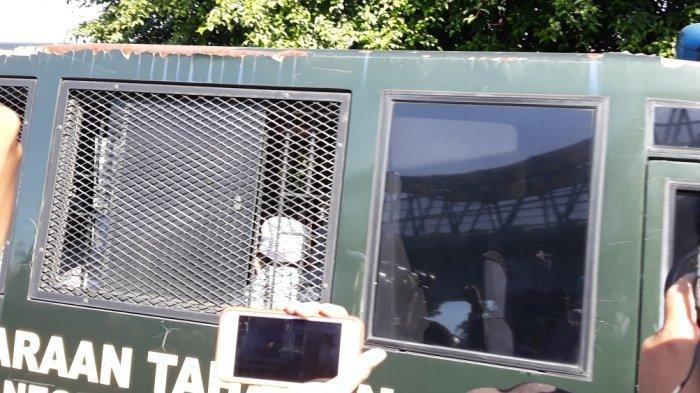 Polisi Amankan Sopir dari Kuasa Hukum Rizieq Shihab yang Bawa Senjata Tajam