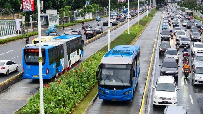 Transjakarta Tengah Selidiki Pengendara Motor yang Paksa Masuk Jalur Busway dan Marahi Petugas