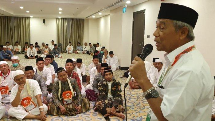 Naib Amirul Hajj Busyro Muqoddas menyampaikan arahan kepada jemaah haji Indonesia
