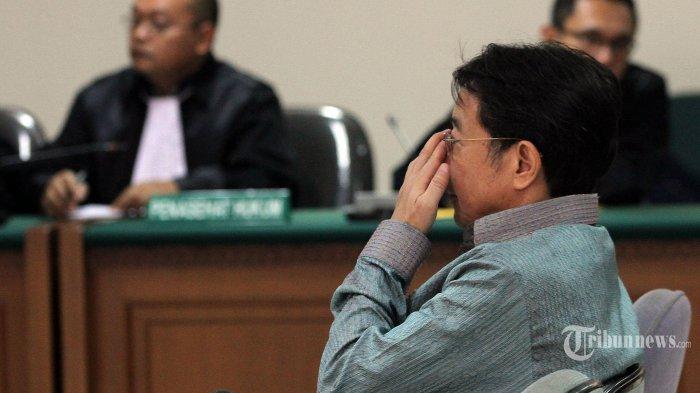 Bos Sentul City Cahyadi Kumala menjalani persidangan dengan agenda pembacaan vonis di Pengadilan Tindak Pidana Korupsi, Jakarta, Senin (8/6/2015). Cahyadi divonis 5 tahun penjara dengan denda Rp 300 juta subsider 3 bulan kurungan karena terlibat kasus suap rekomendasi tukar menukar kawasan hutan di Kabupaten Bogor yang juga melibatkan Bupati non aktif Kabupaten Bogor Rahmat Yasin. (TRIBUNNEWS/DANY PERMANA)