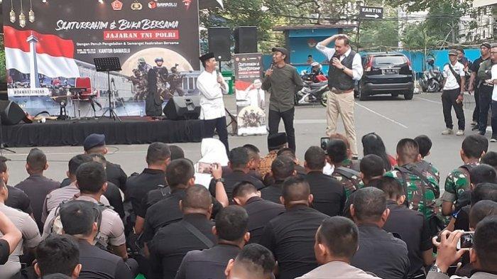 Gelak Tawa Anggota TNI-Polri Ketika Cak Lontong dan Kawan-Kawan Beraksi di Bawaslu