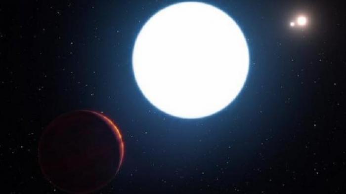 Calcada Ilustrasi tata surya HD 131399Ab, sebuah planet dengan tiga bintang.