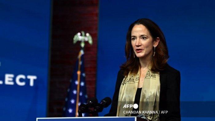 Calon Direktur Intelijen Nasional Avril Haines berpartisipasi saat Presiden terpilih AS Joe Biden berbicara selama acara pengumuman kabinet di Wilmington, Delaware, pada 24 November 2020