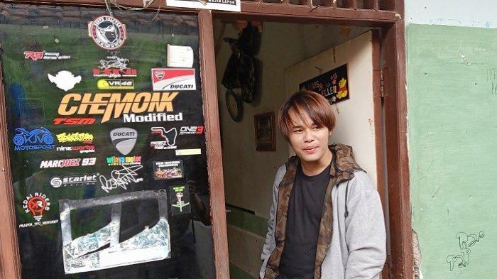 Calvin Dores, putra Deddy Dores ditemui di Kelurahan Pondok Karya, Pondok Aren, Tangerang Selatan, Minggu (9/2/2020).