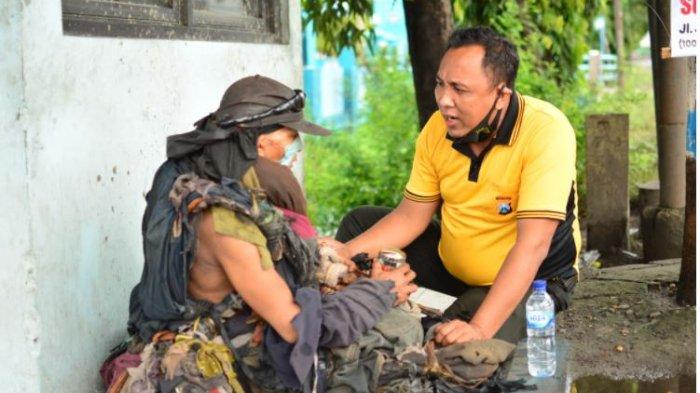 VIRAL Kisah Polisi di Lamongan Bantu Pertemukan ODGJ yang Berpisah dari Keluarganya Selama 10 Tahun