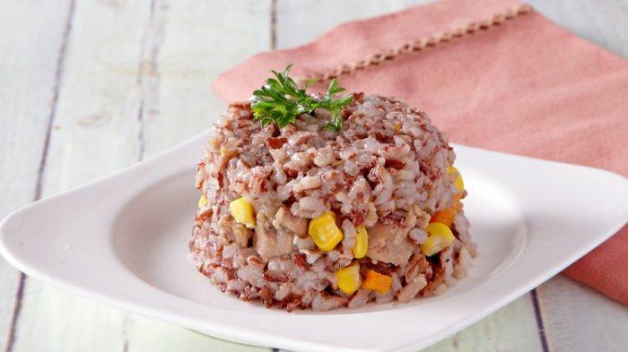 Cara memask nasi merah agar bisa sepulen nasi putih
