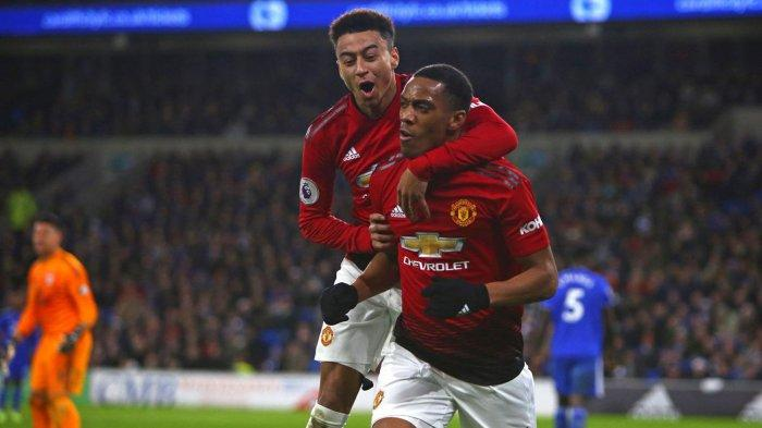 Pemain Manchester United, Anthony Martial (kanan) merayakan golnya ke gawang Cardiff City bersama rekannya, Jesse Lingard dalam laga pekan ke-18 Liga Inggris di Stadion Cardiff City, Minggu (23/12/2018) dini hari WIB.