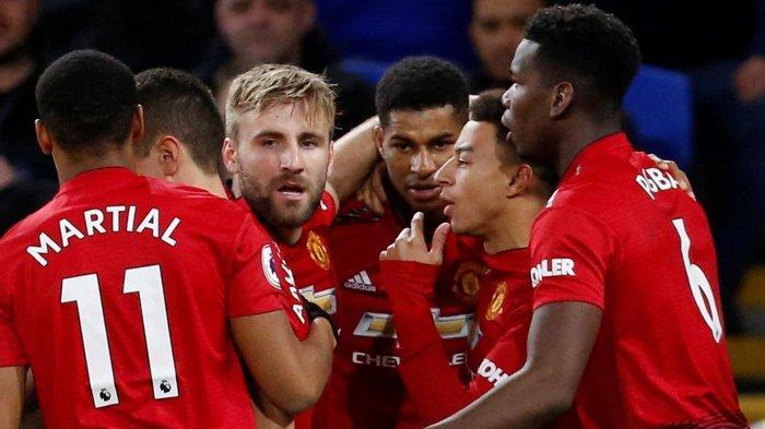 Pemain Manchester United merayakan gol Marcus Rashford (ketiga kanan) ke gawang Cardiff City dalam laga pekan ke-18 Liga Inggris di Stadion Cardiff City, Minggu (23/12/2018) dini hari WIB.