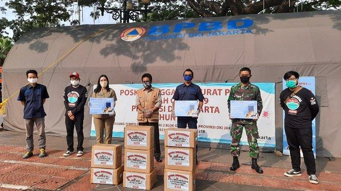 Brand Fashion Cardinal bersama Tribunnews.com menyerahkan bantuan berupa masker kain non medis kepada para petugas Pemprov DKI yang masih berada di lapangan saat pandemi covid-19