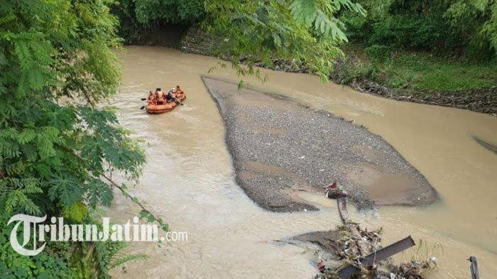 Tim Pencari Susuri Sungai dan Hutan Cari Pria Lansia yang Hilang di Trenggalek