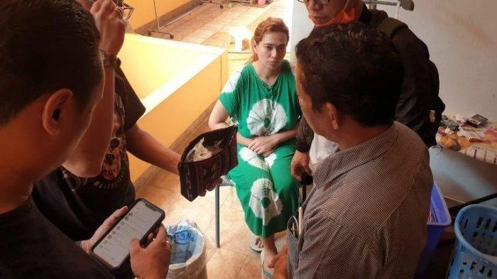 Catherine Wilson ditangkap Polda Metro Jaya terkait kasus dugaan kepemilikan dan pemakaian narkoba jenis sabu, Jumat (17/7/2020) pagi.