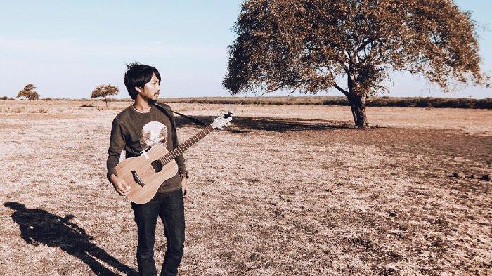 Download Lagu Garis Terdepan Fiersa Besari Tersedia Chord Gitar, Lirik serta Video Youtube