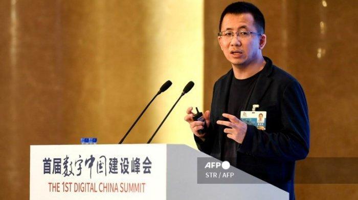 Foto ini diambil pada 23 April 2018 menunjukkan CEO Bytedance Zhang Yiming berbicara selama 1st Digital China Summit di Fuzhou, di provinsi Fujian timur China.