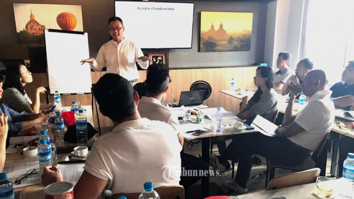 Dwayne Ong pendiri yang juga menjabat sebagai Chief Executive Officer (CEO) Casugol, saat memerikan pelatihan.