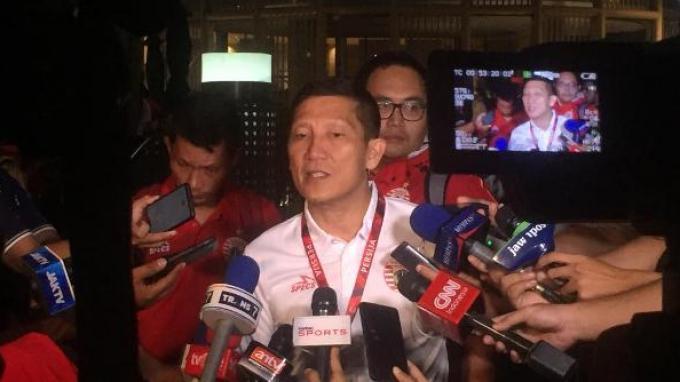 CEO Persija Jakarta Ferry Paulus saat diwawancarai setelah acara launcing tim Persija di XXI Epicentrum Walk, Jakarta, Jumat (17/5/2019).