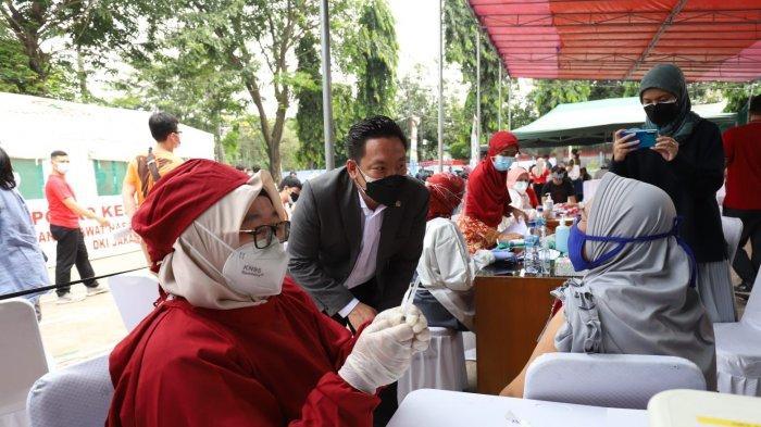 Wakil Ketua Komisi IX DPR Charles Honoris mengapresiasi percepatan vaksinasi Indonesia yang menurut Menteri Kesehatan mencapai ranking 6 dunia.