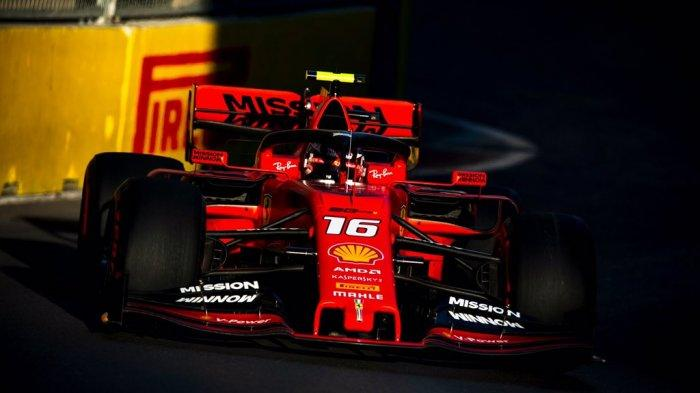 Aksi Charles Leclerc saat mengendarai mobil SF90 milik Ferrari dalam sesi latihan bebas ketiga F1 GP Azerbaijan 2019 yang digelar Sabtu (27/4/2019).