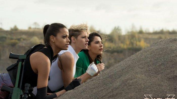 Film Barunya Rilis, Intip Tampilan Kristen Stewart dan Naomi Scott di Premier Film Charlie's Angels