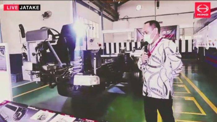 Hino Tunjuk Karoseri Adi Putro Pasang Komponen Suspensi Udara di Chassis Bus R260 AS