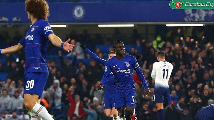 N'Golo Kante mencetak gol dengan mengolingi 3 pemain Tottenham Hotspur pada leg kedua semifinal Piala Liga Inggris, Kamis atau Jumat (25/1/2019) dini hari WIB. Chelsea akhirnya lolos ke final setelah menang adu penalti atas Tottenham Hotspur.