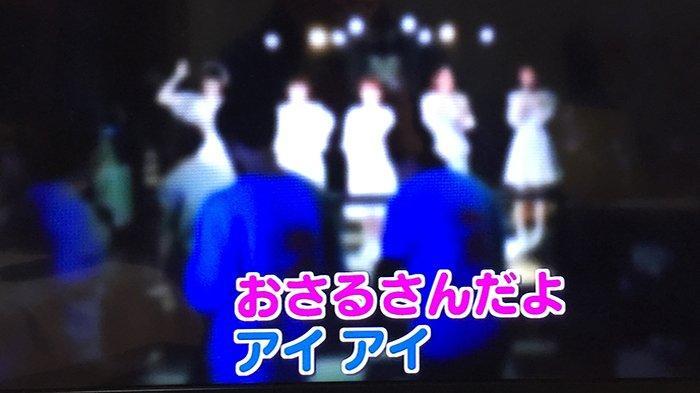 Para chika idol (artis musisi muda yang baru muncul) live di Shibuya.