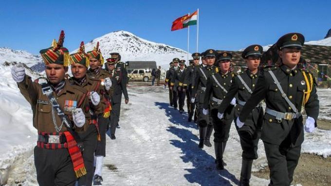 Pasukan militer India dan China berpatroli bersama di Lembah Galwan.