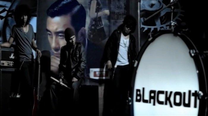 Chord dan Lirik Lagu Selalu Ada - Blackout, Kunci Gitar dari C: Dia Kini Telah Pergi Jauh