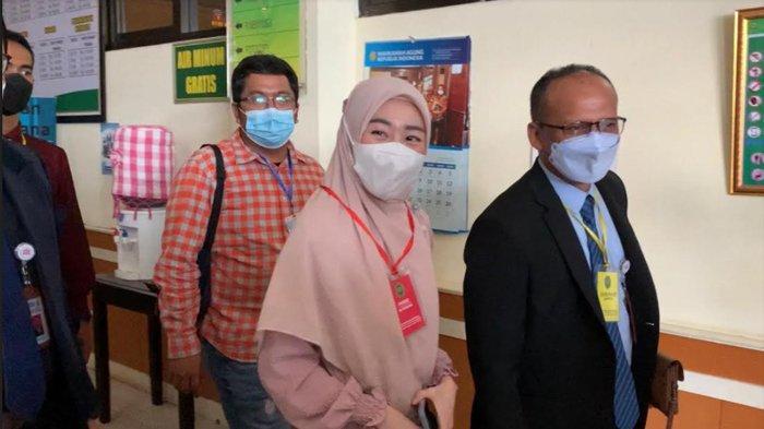 Larissa Chou saat tiba di Pengadilan Agama Cibinong, Kabupaten Bogor, Rabu (16/6/2021).
