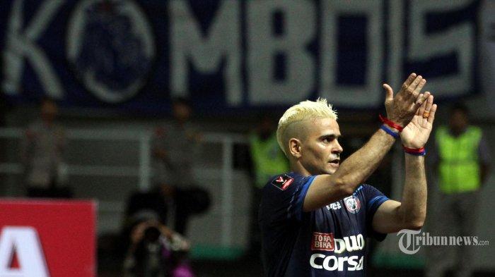 Pemain Muda Arema FC Hanif Sjahbandi Isyaratkan Cristian Gonzales akan Pensiun Jadi Pemain Bola