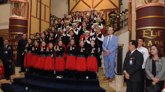 Sambut Desember dengan Christmas Tree Lighting Ceremony di Hotel Borobudur Jakarta