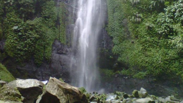 Curug Cibeureum di Taman Nasional Gunung Gede Pangrango (TNGGP) Resort Selabintana, Sukabumi, Jawa Barat, Sabtu (16/4/2016).