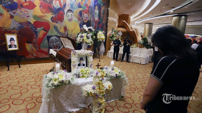 Suasana jenazah Faounder dan Chairman Grup Ciputra, Ciputra saat disemayamkan  di kawasan Satrio, Jakarta Selatan, Kamis (28/11/2019). Rina yang merupakan putri sulung Ciputra menceritakan jenazah sang ayah tiba pada jam 11 Rabu malam di Jakarta dan akan dimakamkan pada 5 Desember di pemakaman keluarga.  Tribunnews/Jeprima