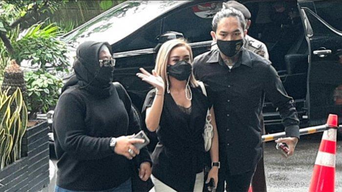 Pedangdut Cita Citata menjalani pemeriksaan di Komisi Pemberantasan Korupsi (KPK), terkait kasus dugaan korupsi dana Bantuan Sosial (Bansos) Covid-19 eks Menteri Sosial (Mensos) Juliari Batubara.