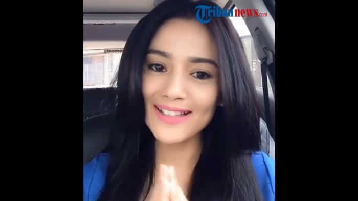 Citra Monica warga Cipamokolan Bandung bikin heboh lewat video yang ia tujukan untuk Ridwan Kamil.