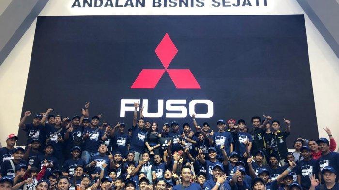 Ke GIIAS 2019 Bawa Truk, Komunitas Canter Mania Antusias Nyimak Truk Fighter Terbaru di Booth Fuso