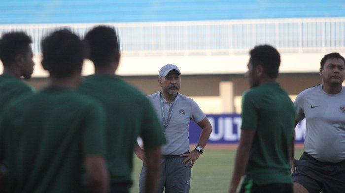 Coach Fakhri Husaini, Pelatih Timnas U19 Indonesia jelang Lawan Iran di Stadion Mandala Krida, Yogyakarta, Selasa (10/92019) sore.