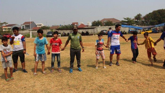 Coaching Clinic Sepakbola Kepada Anak-Anak Pengungsi Afganistan dan Somalia