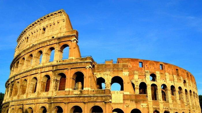 Turis Ini Ditangkap Usai Ukir Inisial Namanya di Bangunan Colosseum Roma