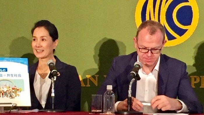 Craig Spence, Kepala Marketing dan Komunikasi Komite Paralimpik Internasional (kanan) dan Matsue Miki atau Miki Matheson, Kepala Yayasan Agitos Japan (kiri).