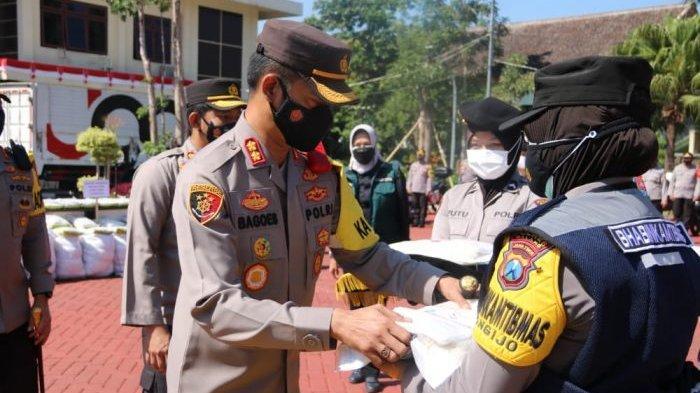 Kepolisian Malang Raya Bagikan 5 Ribu Sembako dari Crazy Rich Malang dan Yayasan Buddha Tzu Chi