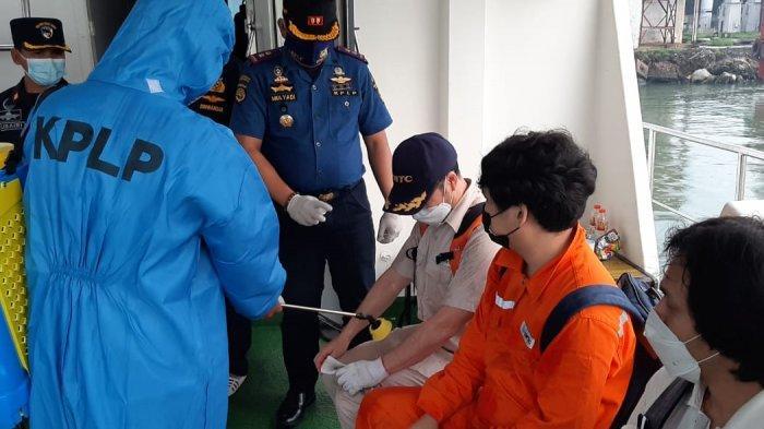 Pangkalan PLP Kelas II Tanjung Perak Evakuasi 8 Crew KLM Bahtera Salbach